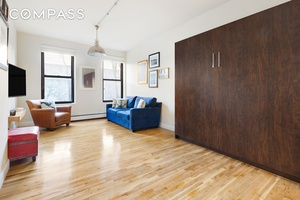 Charming, beautifully designed studio apartment in the heart of Park Slope !